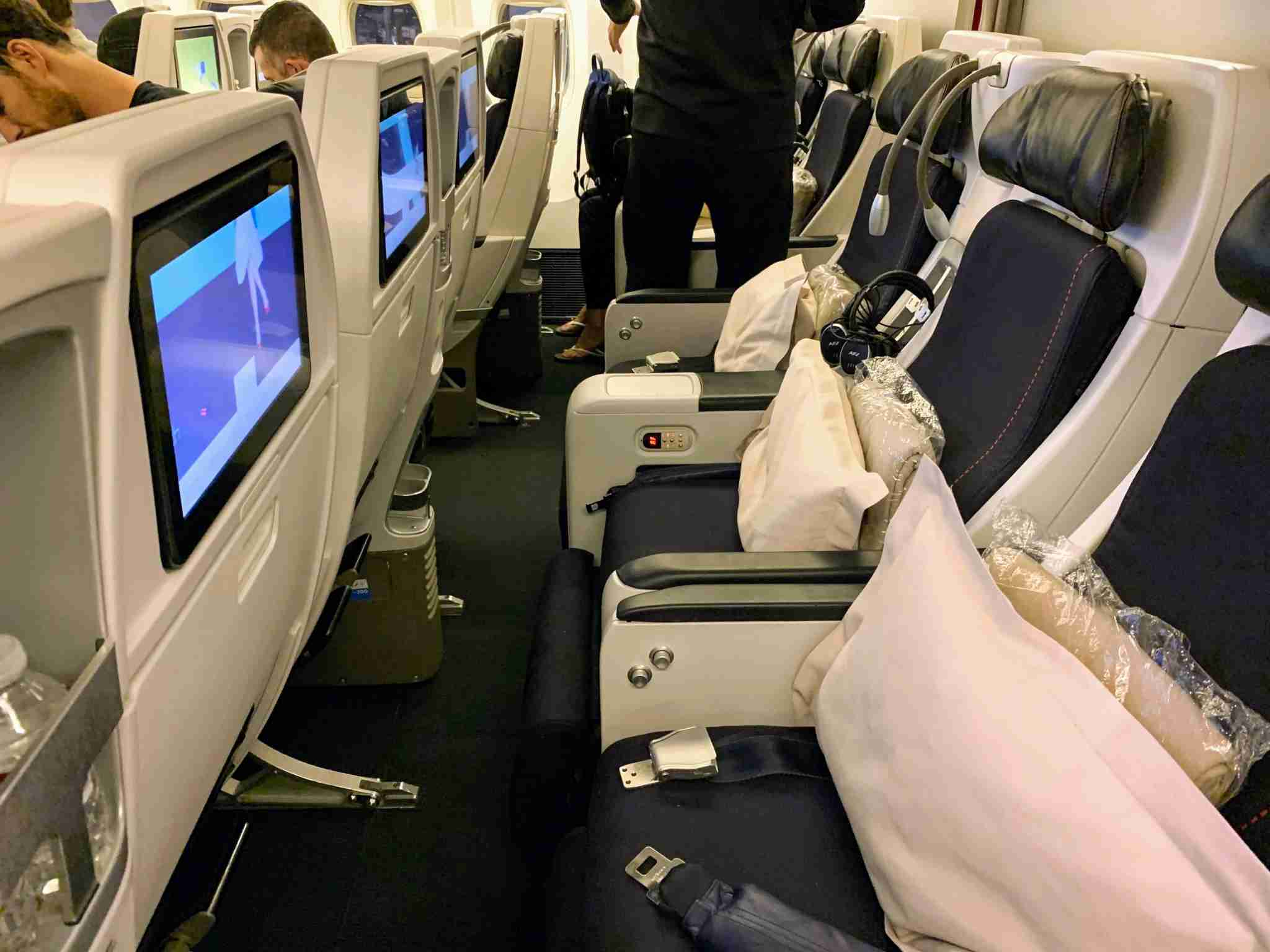 Air France Boeing 777-200 Premium Economy middle row