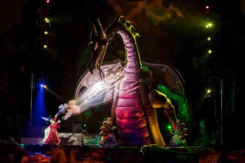 Disneyland Lines - Fantasmic
