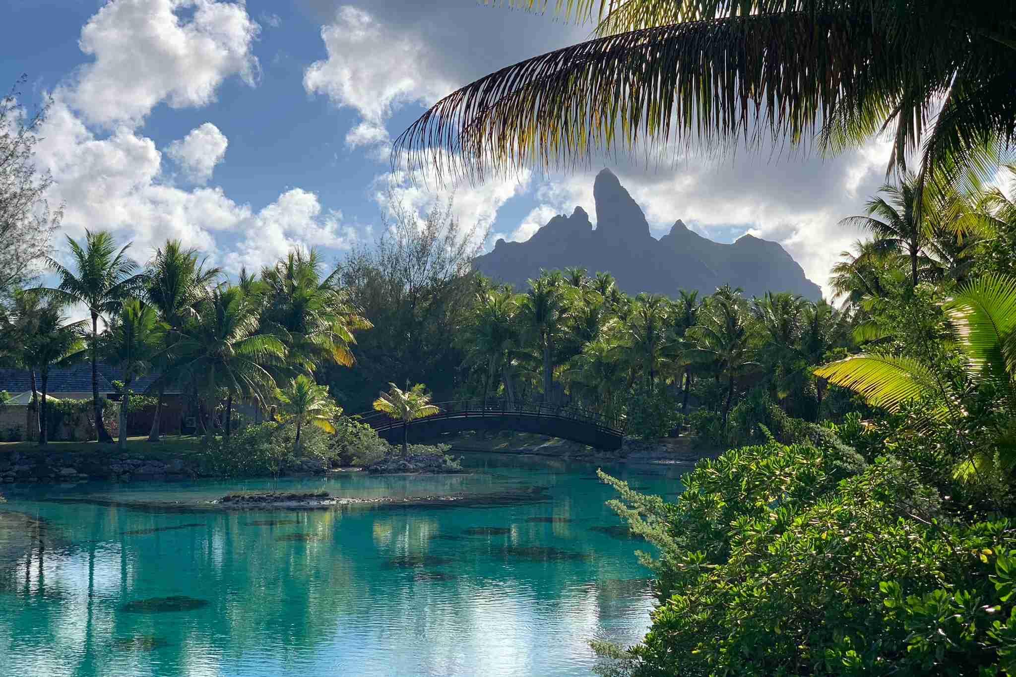 Breakfast in this idyllic Bora Bora setting? Yes, please. (Photo by Zach Honig / The Points Guy)