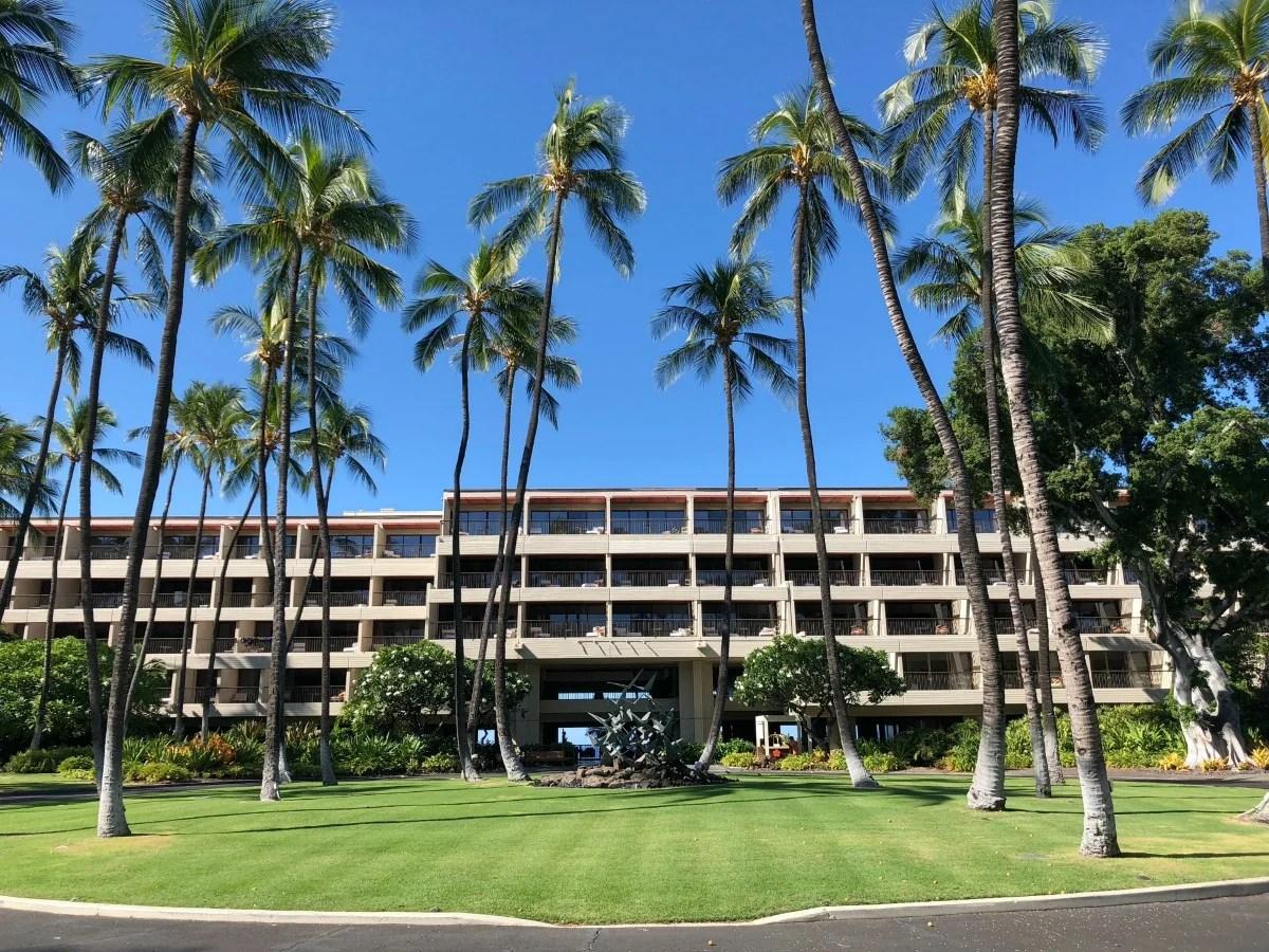 Mauna Kea Beach Hotel - Hotel Entrance