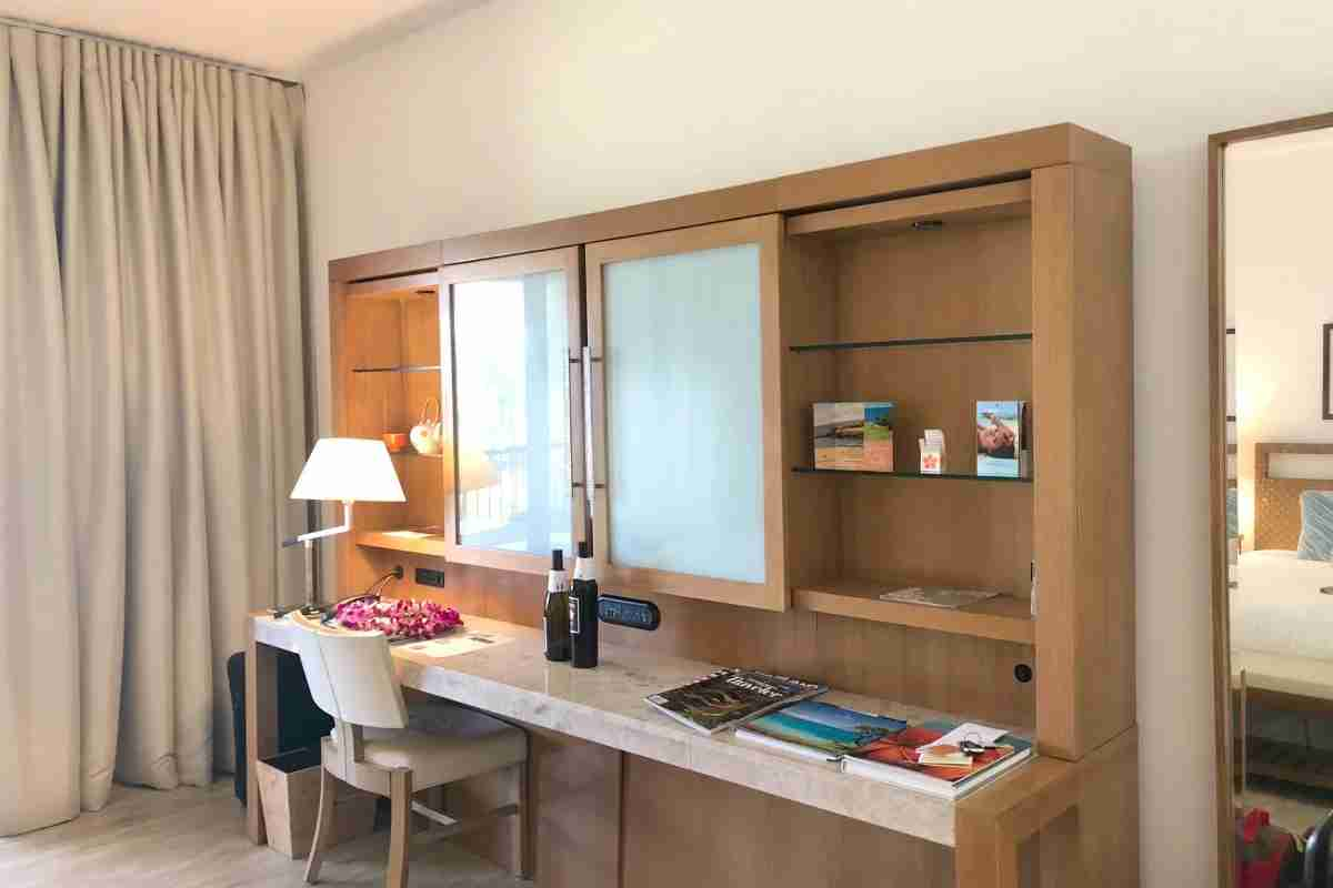 Mauna Kea Beach Hotel - Room Desk