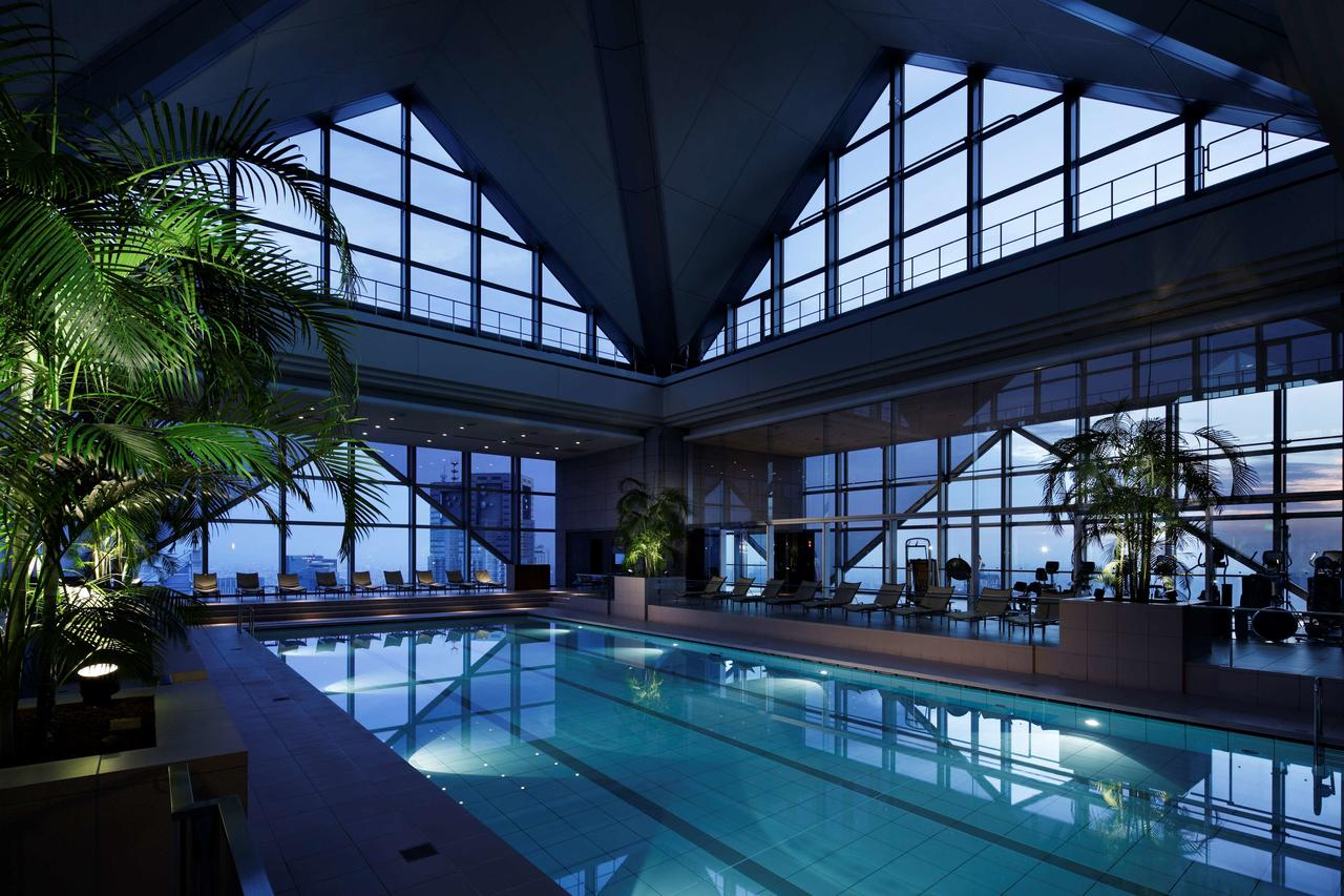 The pool and surrounding gym at Park Hyatt Tokyo Hotel (Photo courtesy of Park Hyatt Tokyo)
