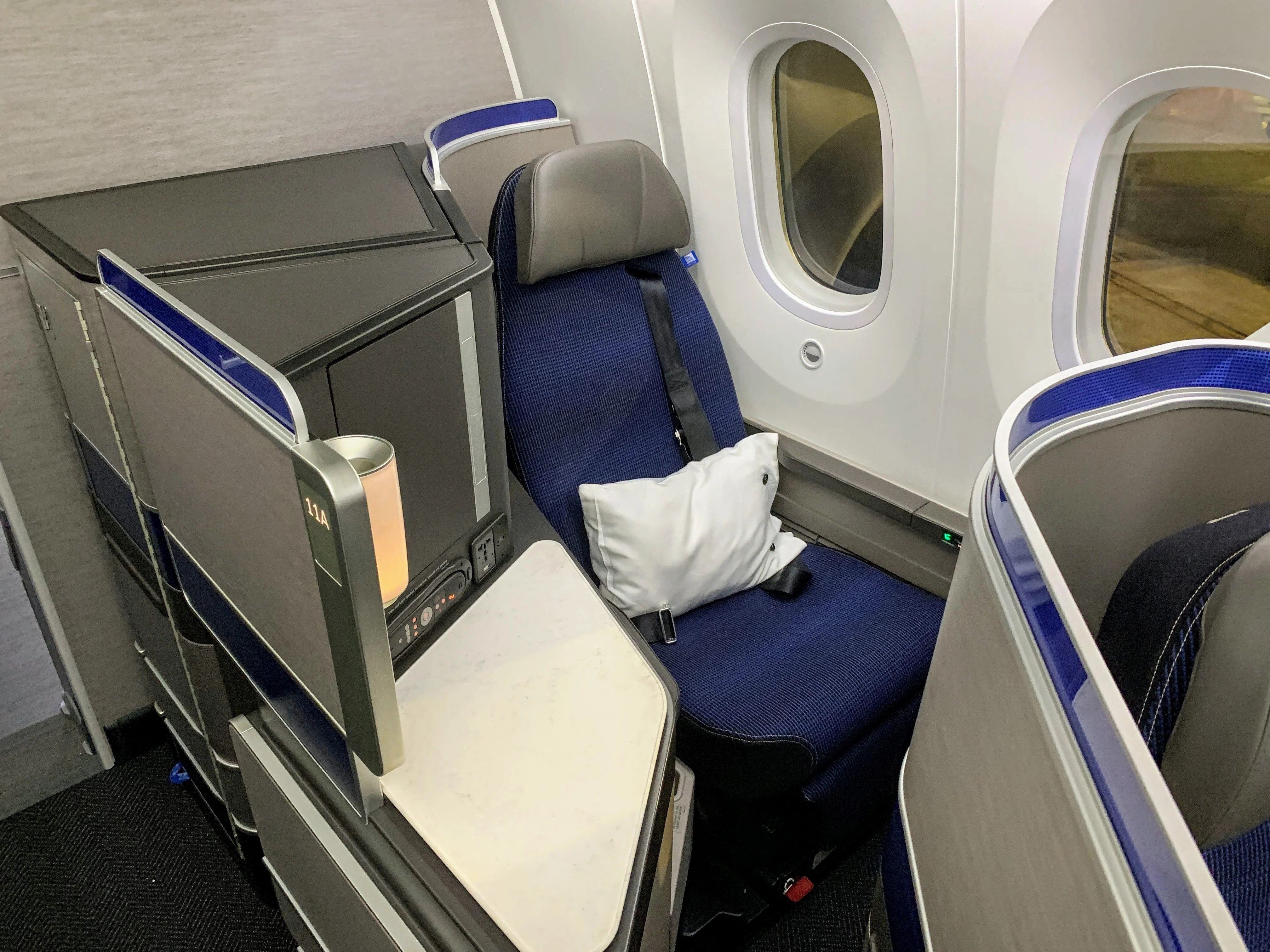 What It Was Like to Fly United's Newest 787-10 Dreamliner