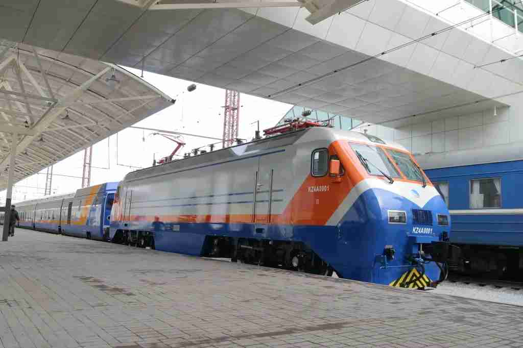 A KTZ Talgo at Astana station, with an older soviet-era train carriage behind it. Image courtesy of Kazakhstan Railways.