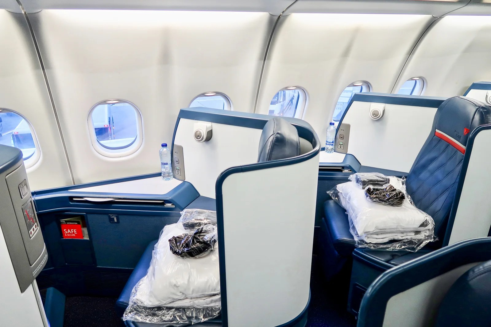 Groovy Review Delta One A330 From London To New York Alphanode Cool Chair Designs And Ideas Alphanodeonline