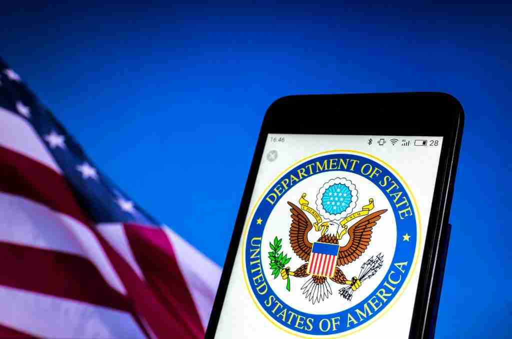 KEV, UKRAINE - 2018/08/19: Seal of United States Department of State seen displayed on a smart phone. (Photo by Igor Golovniov/SOPA Images/LightRocket via Getty Images)