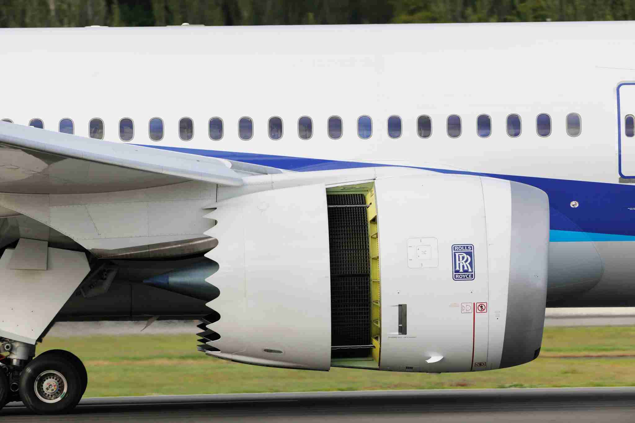 Air-brakes on Rolls-Royce Trent 1000 engine on ANA All Nippon Airways Boeing 787-8 Dreamliner landing. (Photo by: Aviation-images.com/UIG via Getty Images)