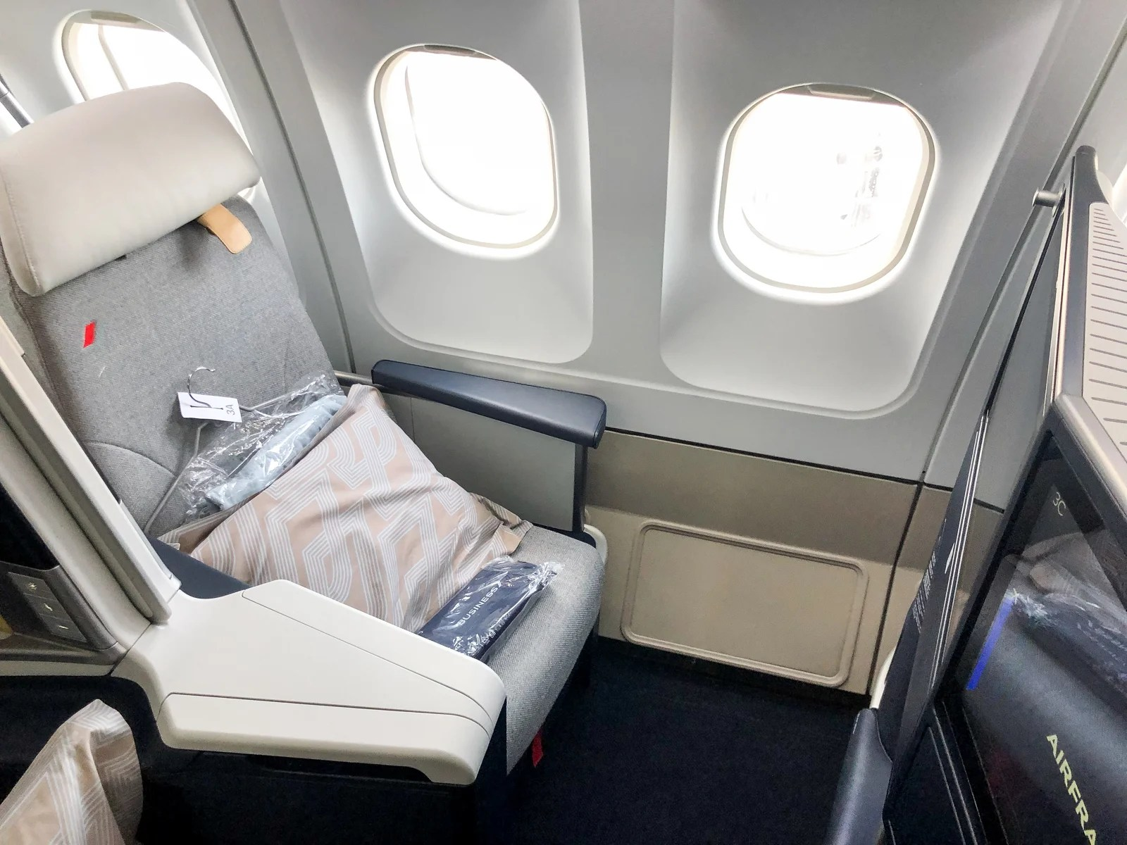 Remarkable Review Air Frances New Business Class Seat On The A330 Cdg Iah Alphanode Cool Chair Designs And Ideas Alphanodeonline