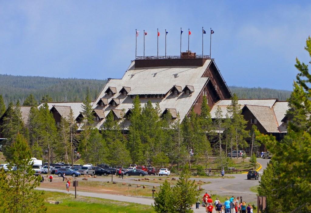 (Old Faithful Inn в Йеллоустонском национальном парке. Фото из коллекции Смита / Gado / Getty Images) Лучшее время для посещения Йеллоустона Лучшее время для посещения Йеллоустона GettyImages 618766952