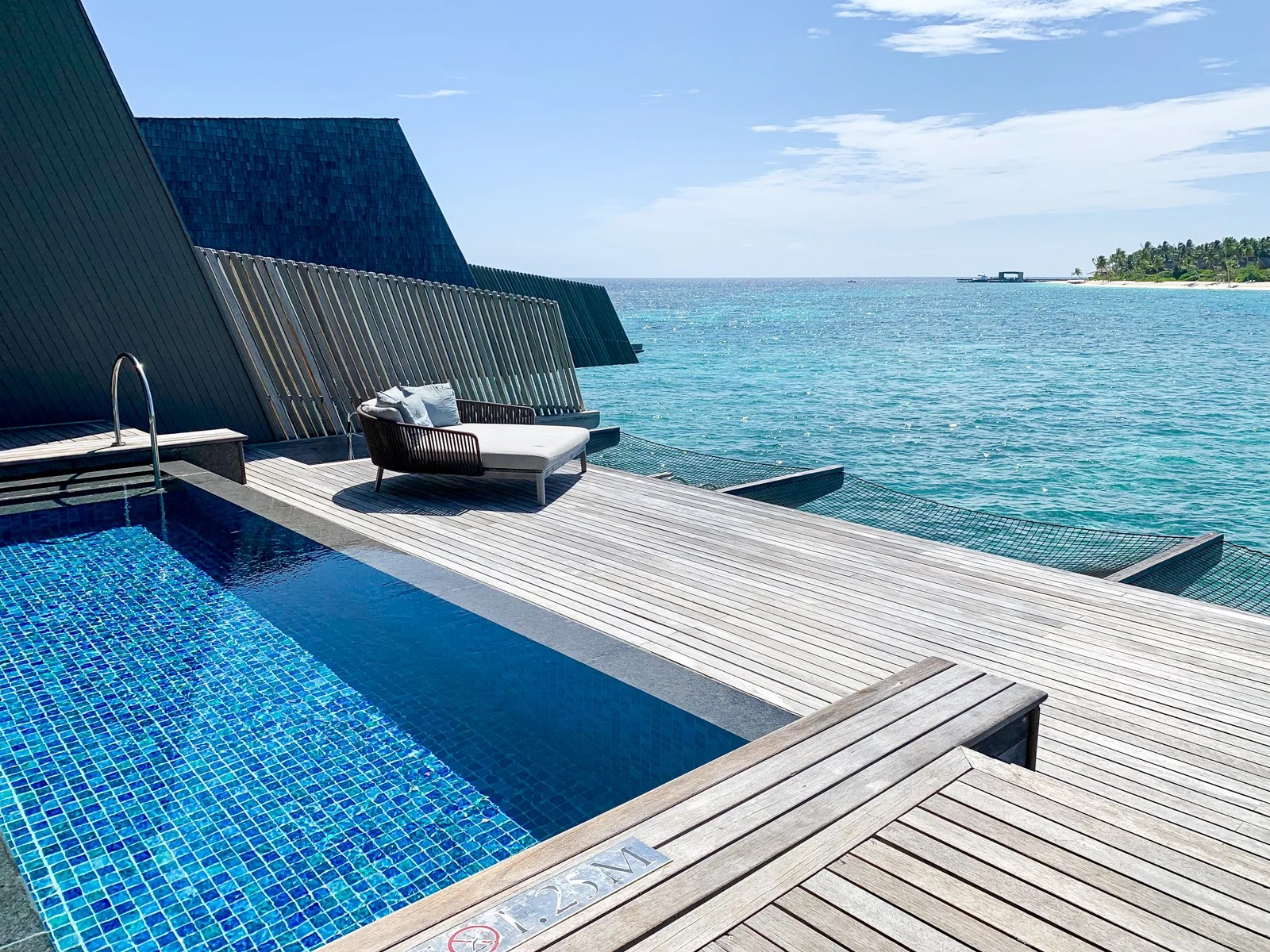 Enjoy free breakfast and dinner when staying at the St. Regis Maldives in May 2020