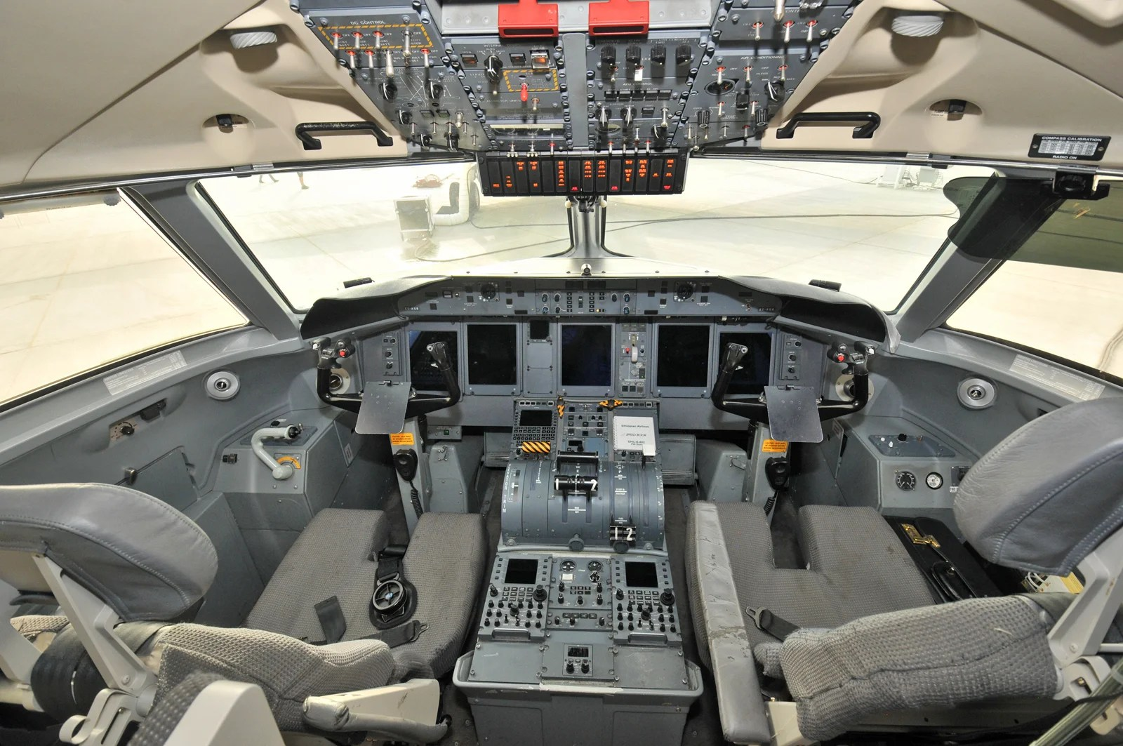 How Much Experience Does a Pilot Need to Work at an Airline?