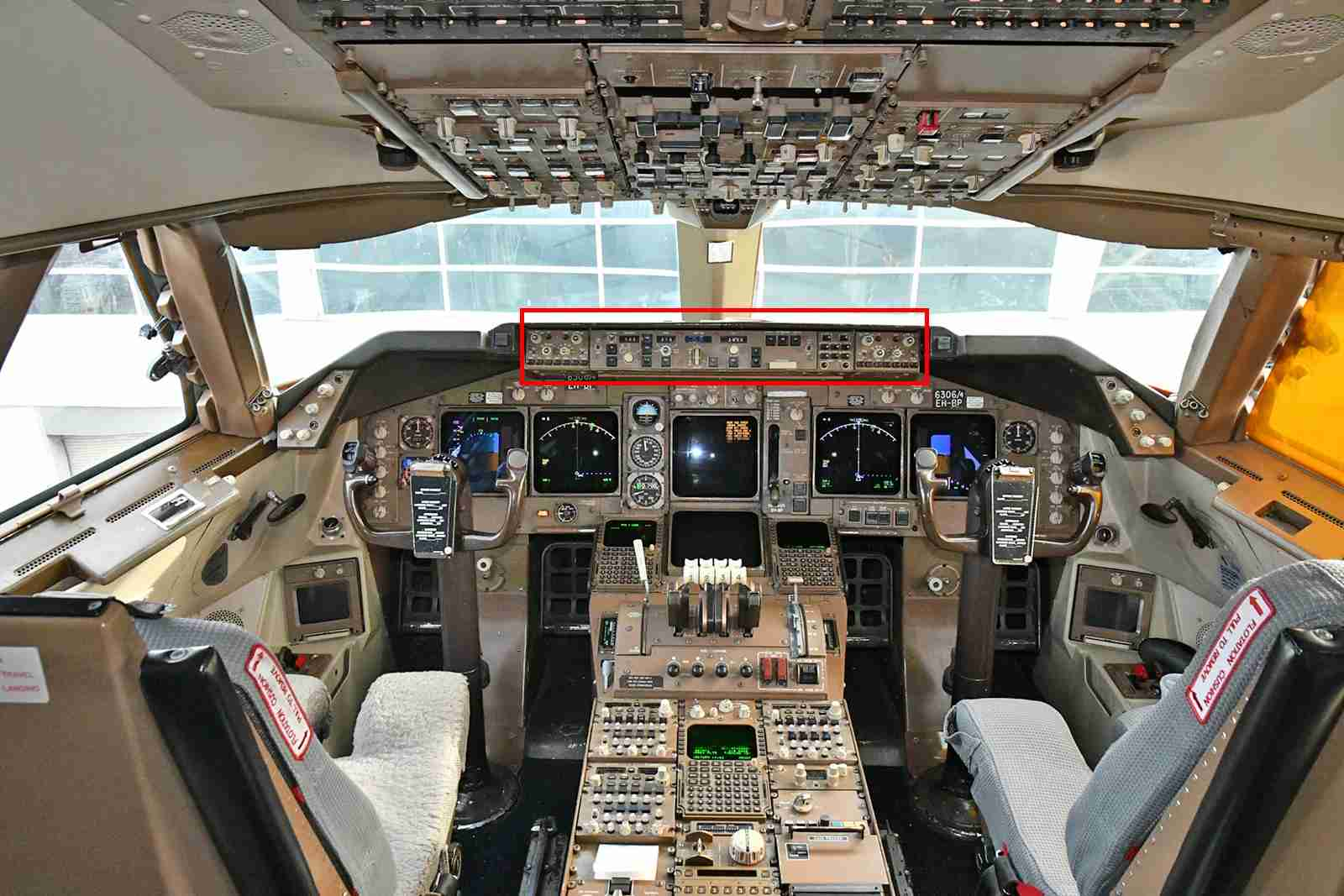 The red rectangle highlights the autopilot controls of this Boeing 747-400 (Photo by Alberto Riva/TPG)
