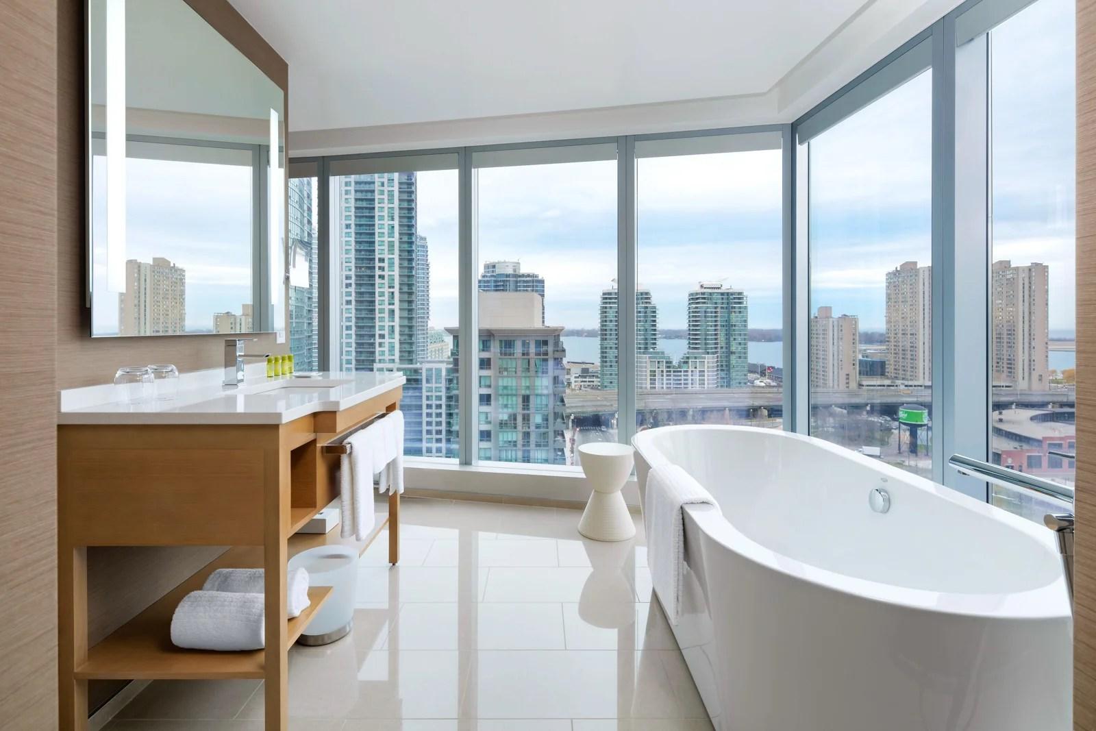 The Delta Toronto Corner Skyline Soaker room. (Photo courtesy Delta Hotels)