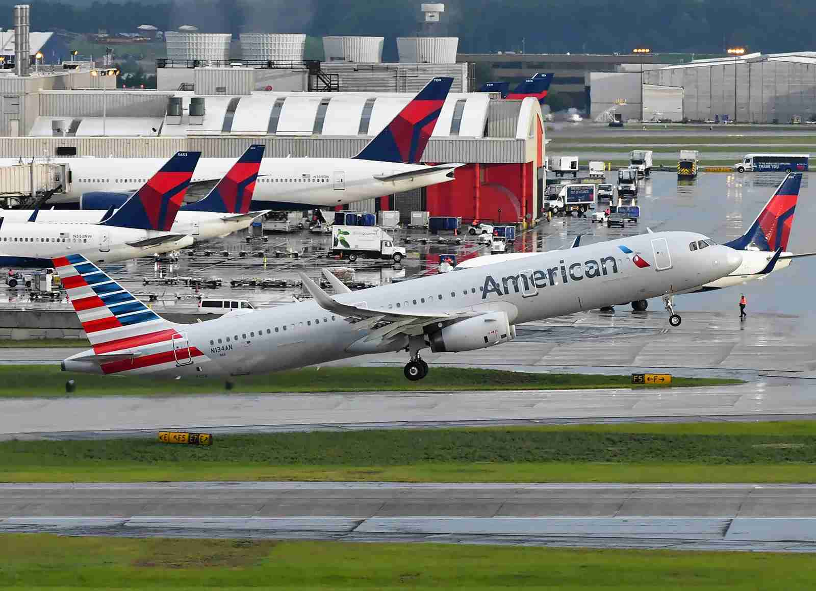 An American Airlines Airbus A321 and Delta aircraft at the Atlanta airport (Photo by Alberto Riva/TPG)