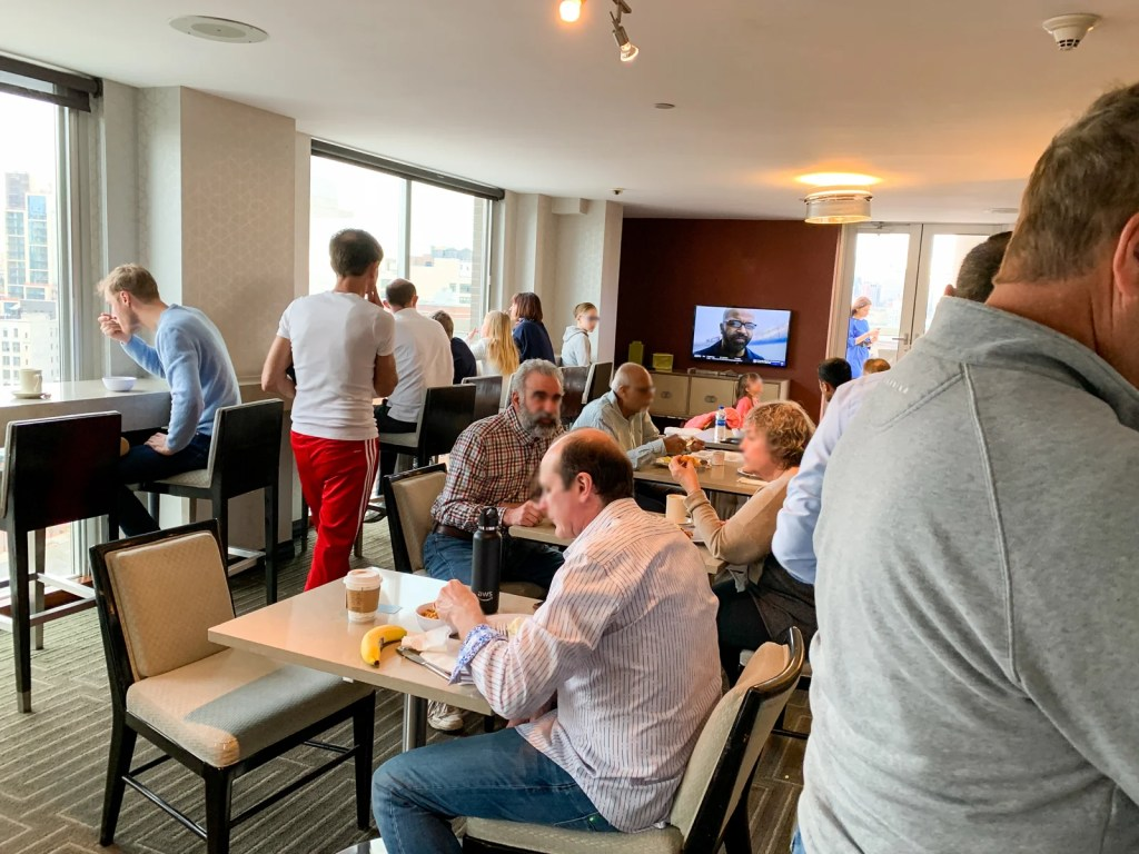 Busy Sheraton Tribeca lounge (Photo by Summer Hull / The Points Guy)