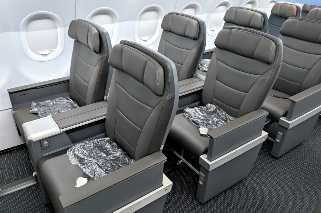 Review American Airlines A321neo First Class Orlando Phoenix
