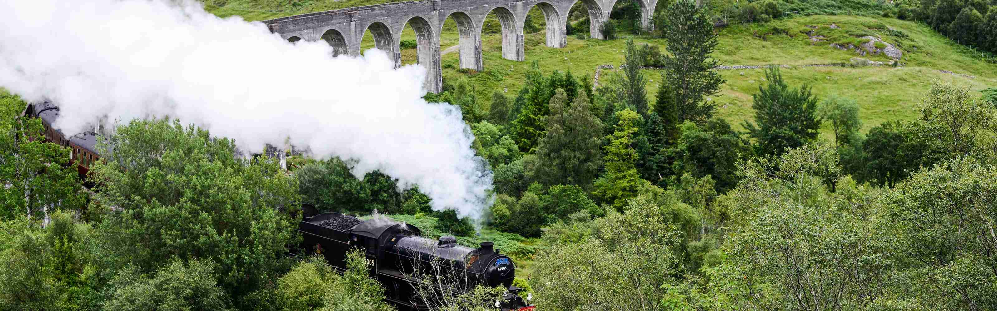 Harry-Potter-Train-Glenfinnan-Scotland_smoke