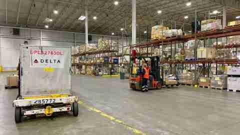 delta-cargo-atlanta-atl-shipment-shipping-warehouse