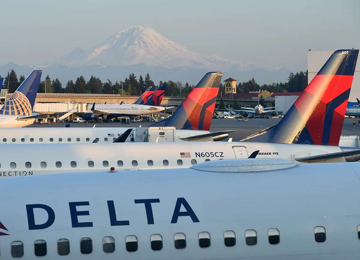 The view from the Delta SkyClub at Sea-Tac (Photo by Alberto Riva/The Points Guy)