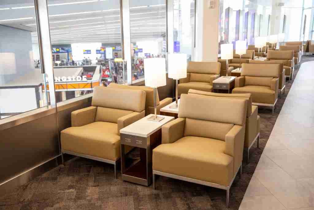 United Club LGA Terminal B