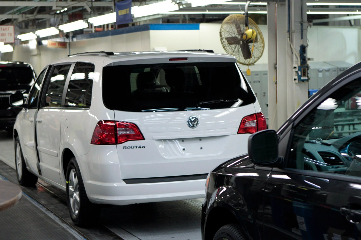A US-model VW minivan on the assembly line (Image by Bloomberg / Contributor)
