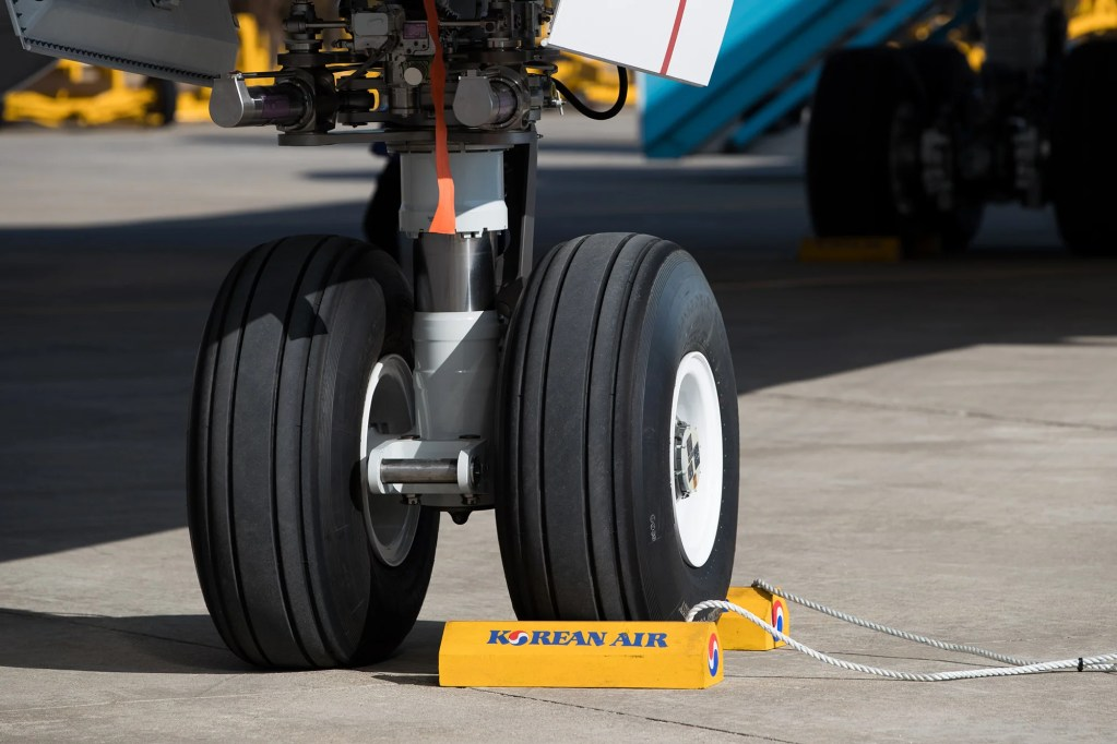 The nosewheel of a Boeing 787-9 Dreamliner. Photographer: SeongJoon Cho/Bloomberg via Getty Images.