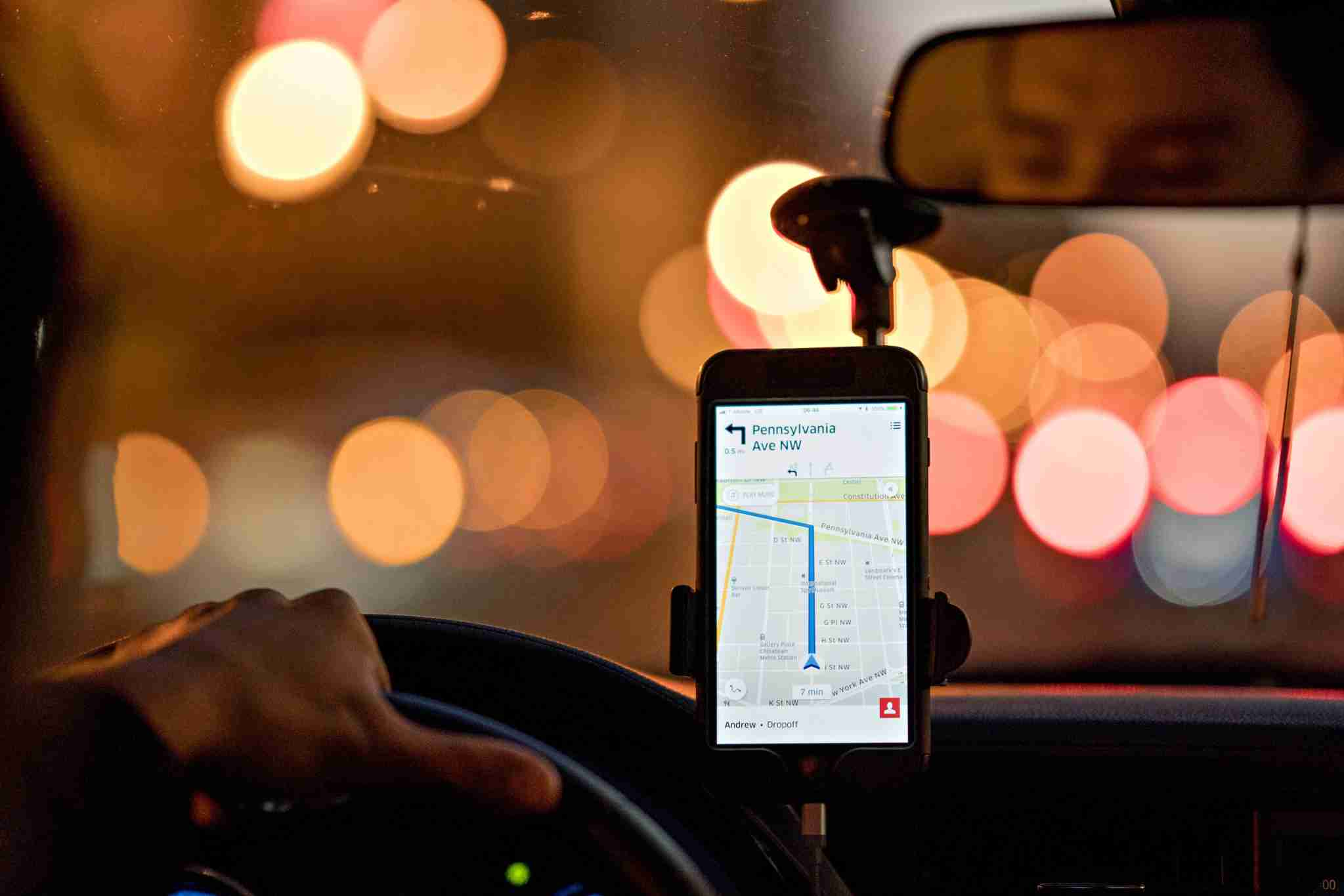 A driver uses an Uber Technologies Inc. car service app on a mobile device while driving in Washington, D.C., U.S., on Wednesday, Nov. 29, 2017. Uber Technologies Inc.s net loss widened to $1.46 billion in the third quarter, according to people with knowledge of the matter, as the ride-hailing leader struggled to fend off competition, legal challenges and regulatory scrutiny. Photographer: Andrew Harrer/Bloomberg via Getty Images