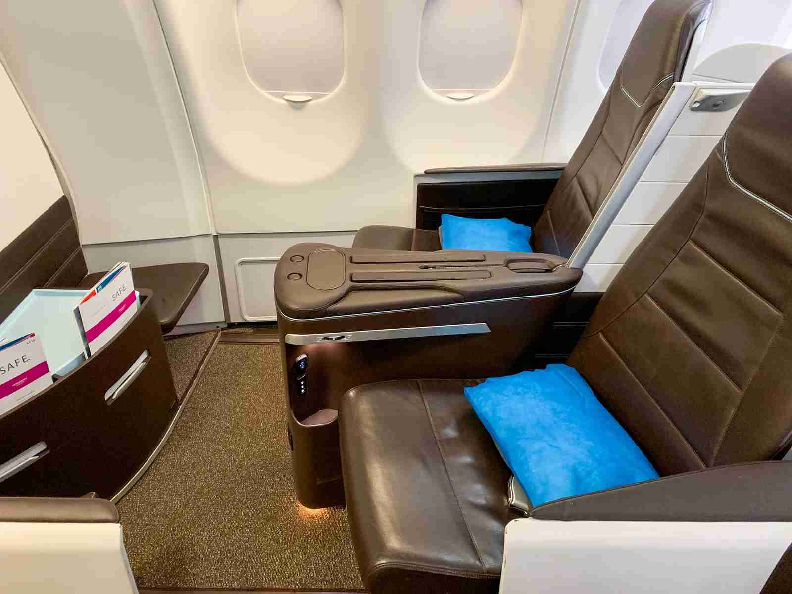 Hawaiian lie-flat business class (Photo by Summer Hull / The Points Guy)