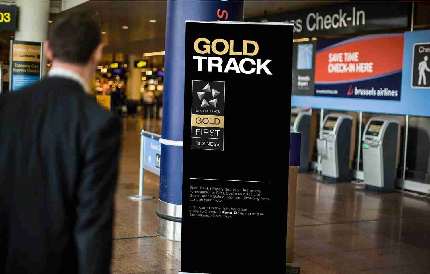 Star Alliance Gold Track as seen in the ticketing and departures hall of an airport. (Image courtesy of Thai Airways)