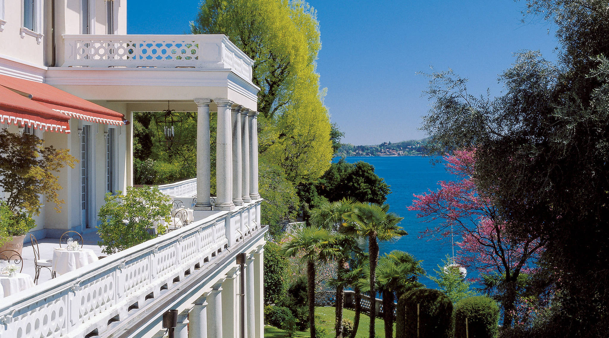 Enjoy spectacular lakeside views from the Grand Hotel Majestic in Italy. Photo )