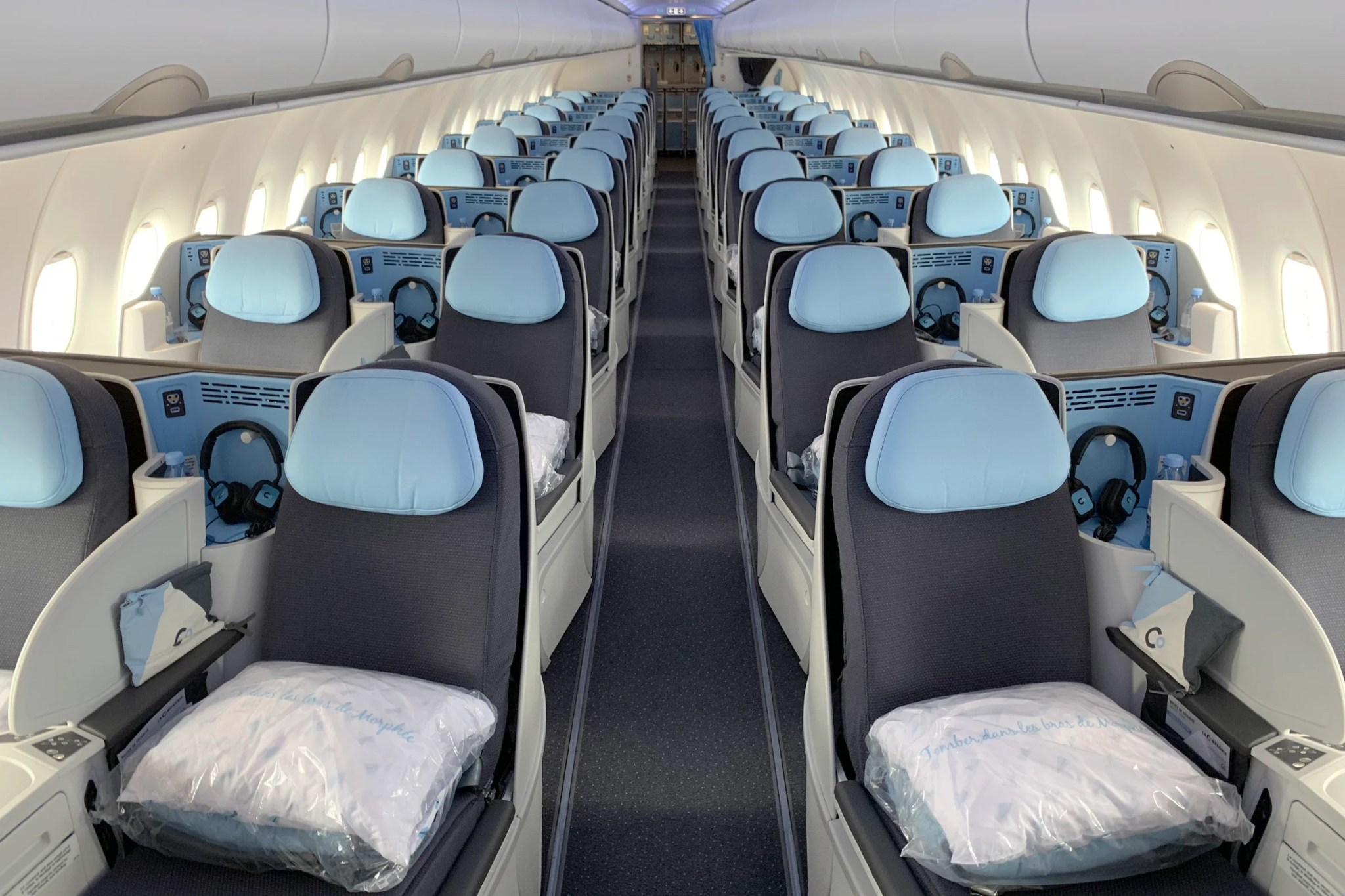 Wondrous Review La Compagnies Airbus A321Lr From Paris To Newark Alphanode Cool Chair Designs And Ideas Alphanodeonline