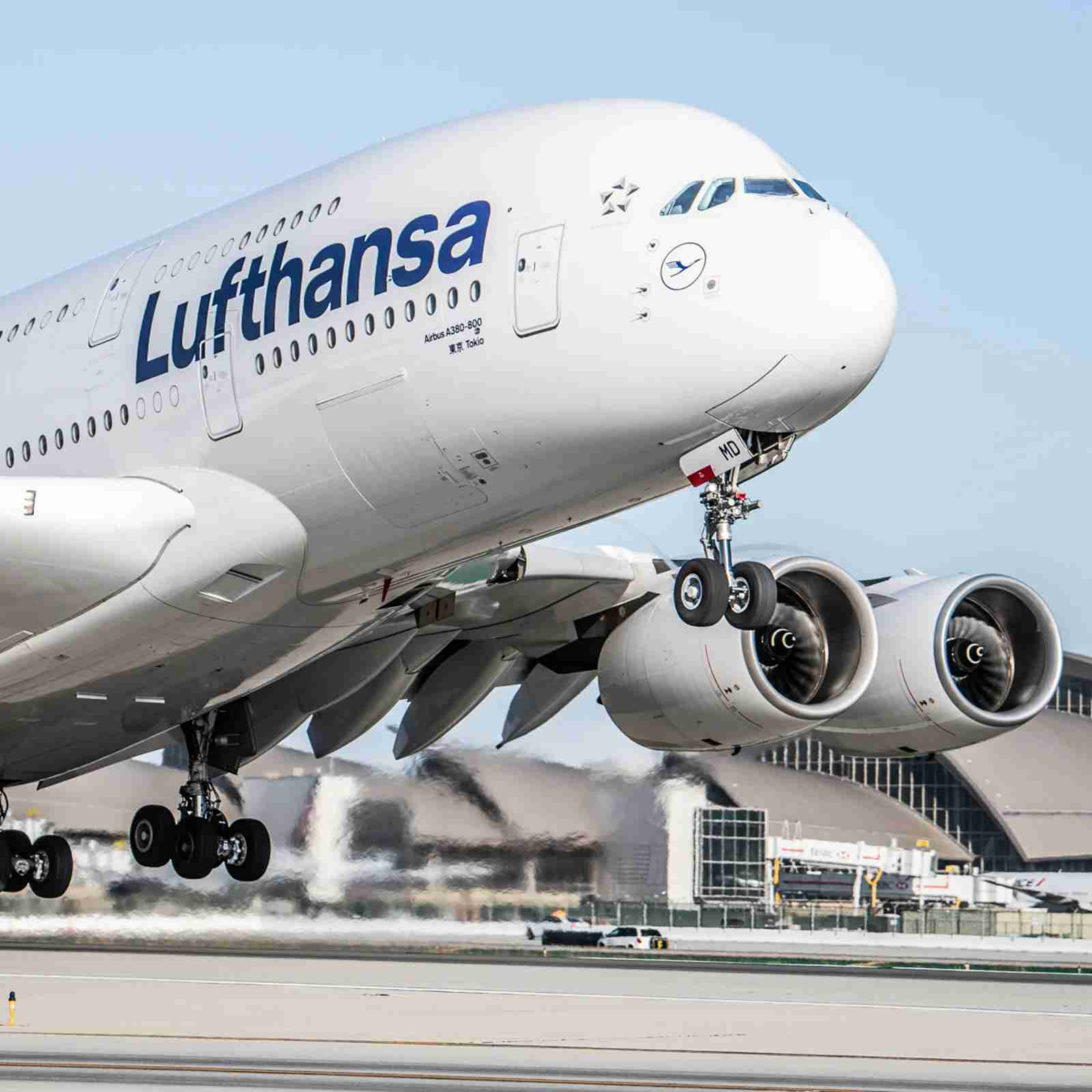 Lufthansa-A380-at-Los-Angeles-International-LAX-1