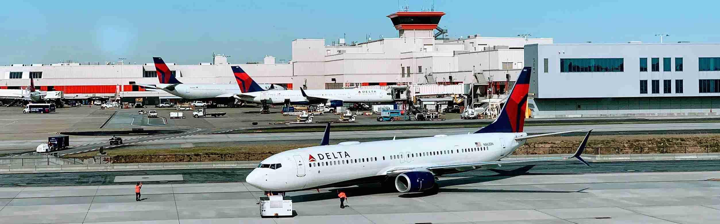delta-atlanta-atl-airport-jet-jets-airplane-plane