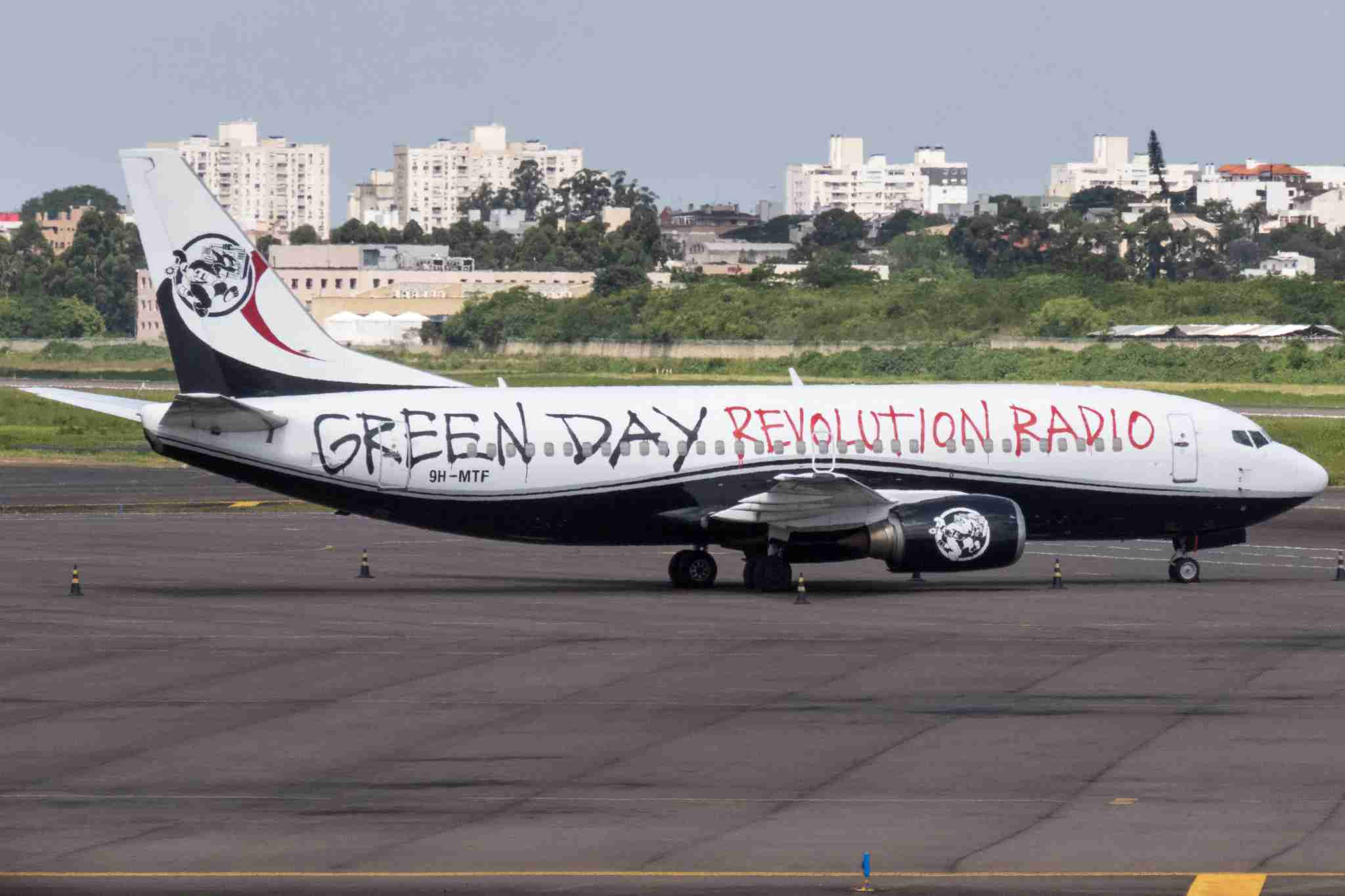 The aircraft was previously used by Green Day on the band