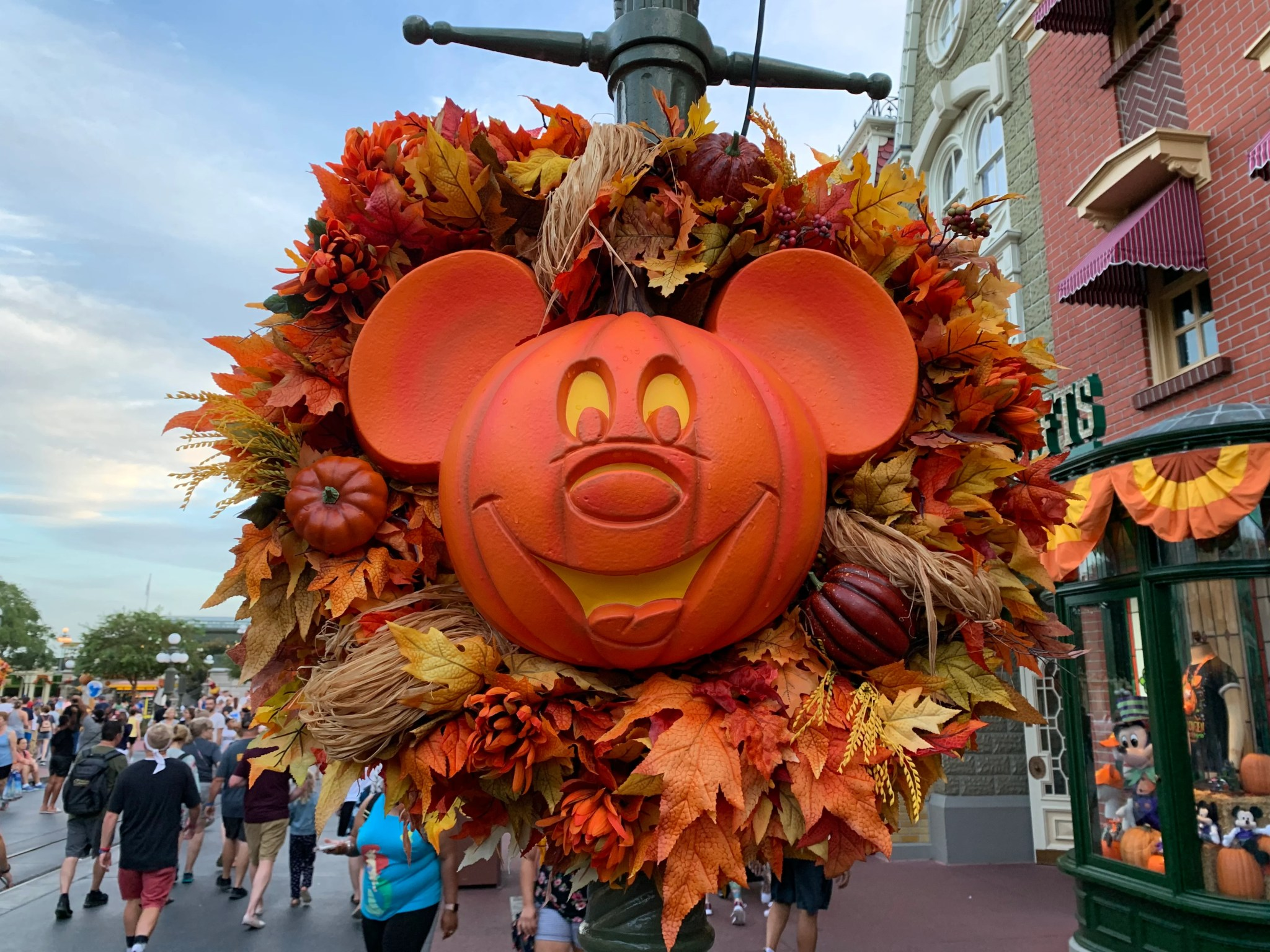 Halloween In Disney Florida.Guide To Attending Mickey S Not So Scary Halloween Party