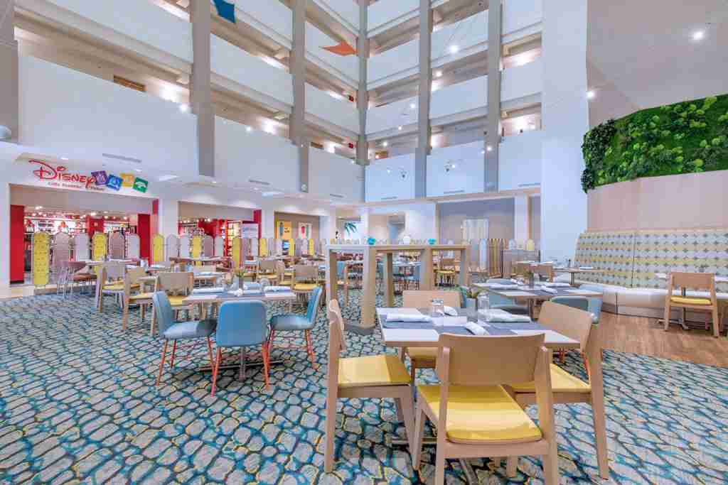 The dining area of the Holiday Inn Orlando-Disney Springs® Area (Lake Buena Vista, FL). (Photo courtesy of Holiday Inn Orlando-Disney Springs® Area)