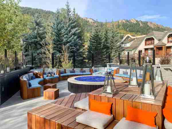 Cozy up around the firepit at the W Aspen rooftop bar and Wet deck. (Photo by Summer Hull/The Points Guy)