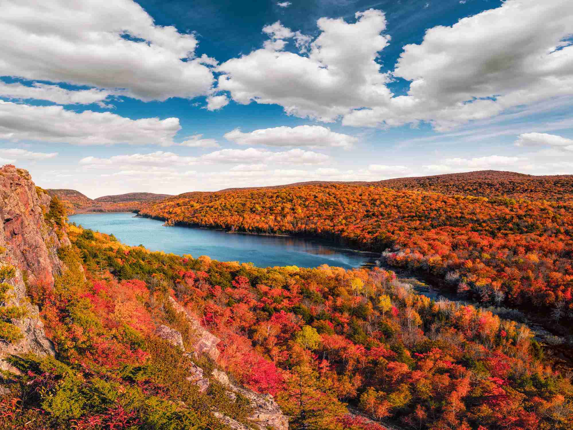 Lake of the Clouds, Porcupine Mountains in Fall Color, Upper Michigan Peninsula.