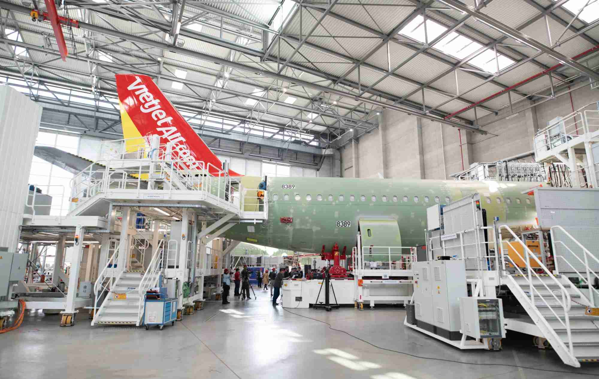 14 June 2018, Hamburg, Germany: An aircraft will be mounted in the new A320 production line at the Airbus Finkenwerder plant. Photo: Daniel Reinhardt/dpa (Photo by Daniel Reinhardt/picture alliance via Getty Images)