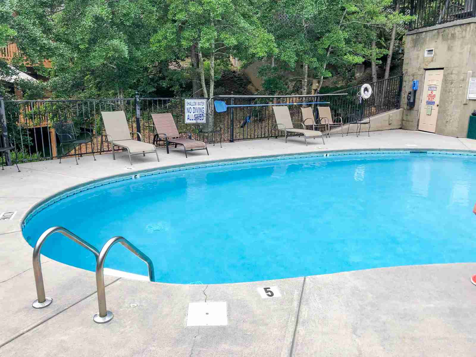 Community pool in a neighborhood in Pigeon Forge (Photo by Caitlin Riddell/The Points Guy)