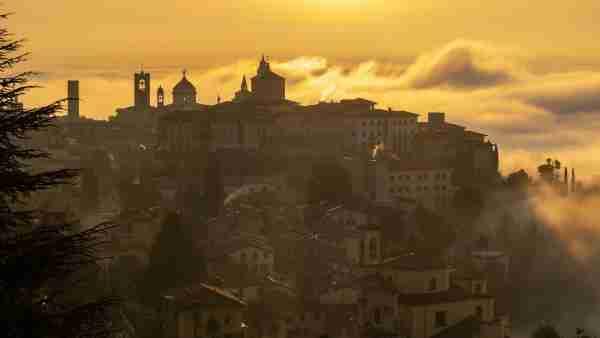 意大利的意大利塔在塔塔。……《M.MRD》的《苏珊》……