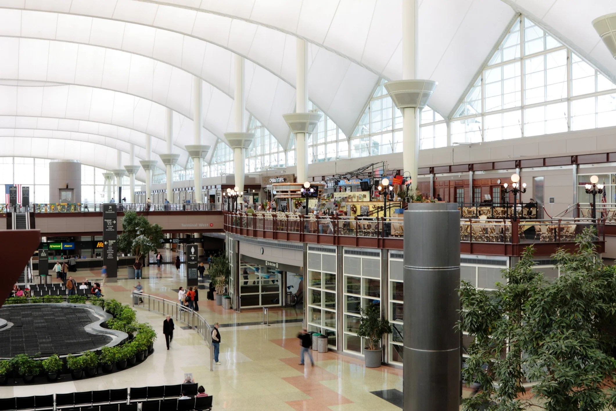 Denver Airport 101: A guide to the lounges at DEN