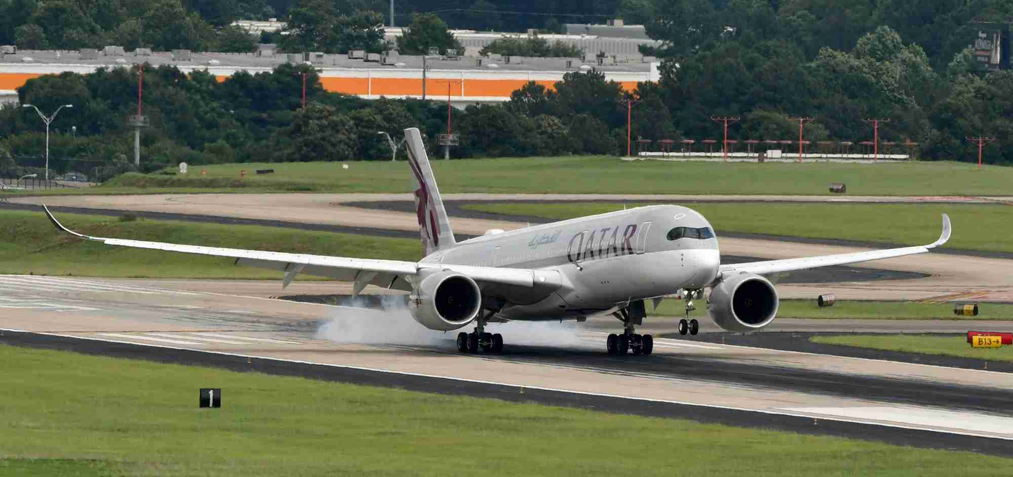 A Qatar Airways Airbus A350-900 landing in Atlanta (Photo by Alberto Riva/The Points Guy)