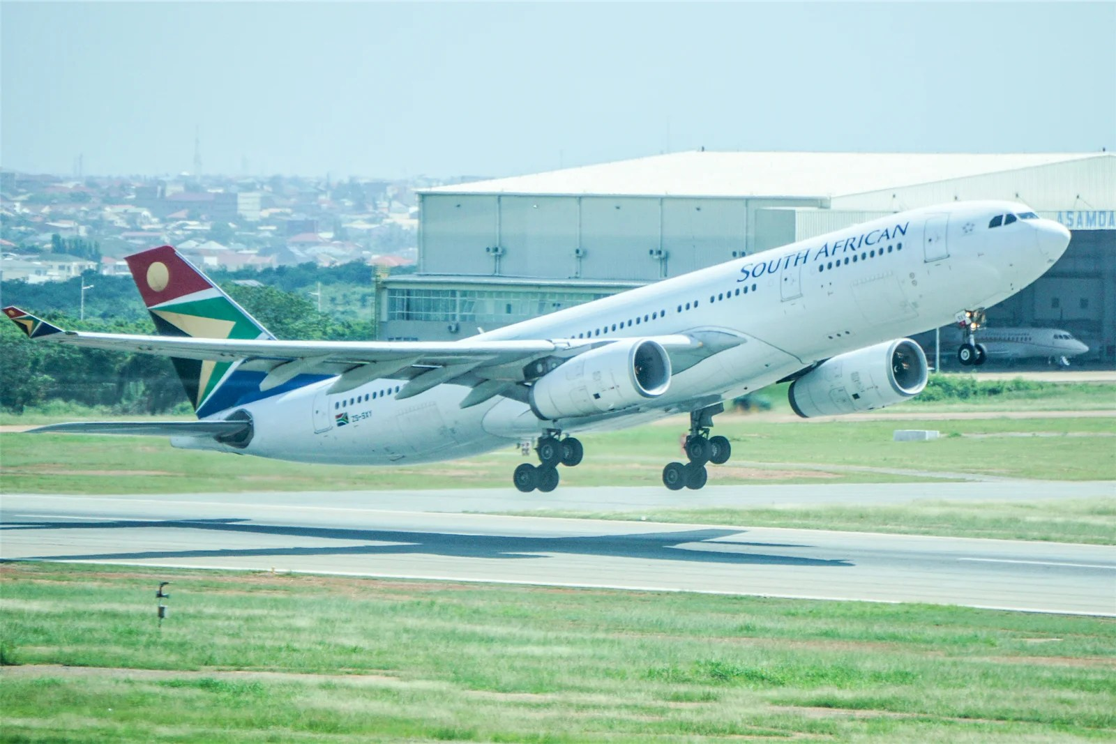 11 hours with no power: Review of South African Airways' A330 between Washington and Accra