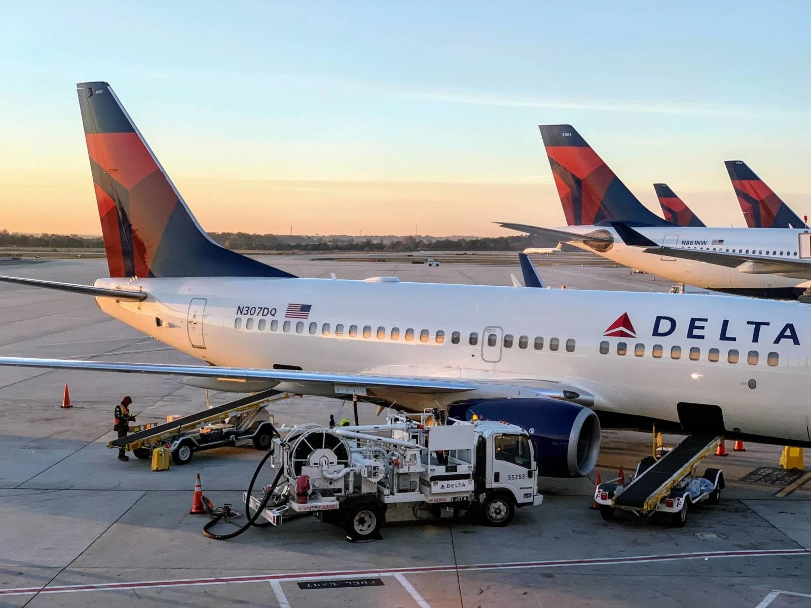 Delta splits $1.6 billion in 2019 profits among 90,000 employees
