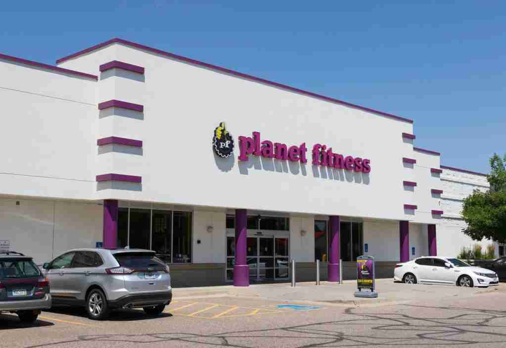 Some gym-chains offer day passes at very low rates, like Planet Fitness. (Photo via Shutterstock)