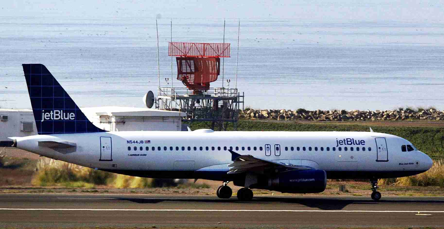 A JetBlue plane taxis at Oakland International Airport on Jan. 29, 2007.(Photo by Jeff Carlick/Bloomberg via Getty Images)