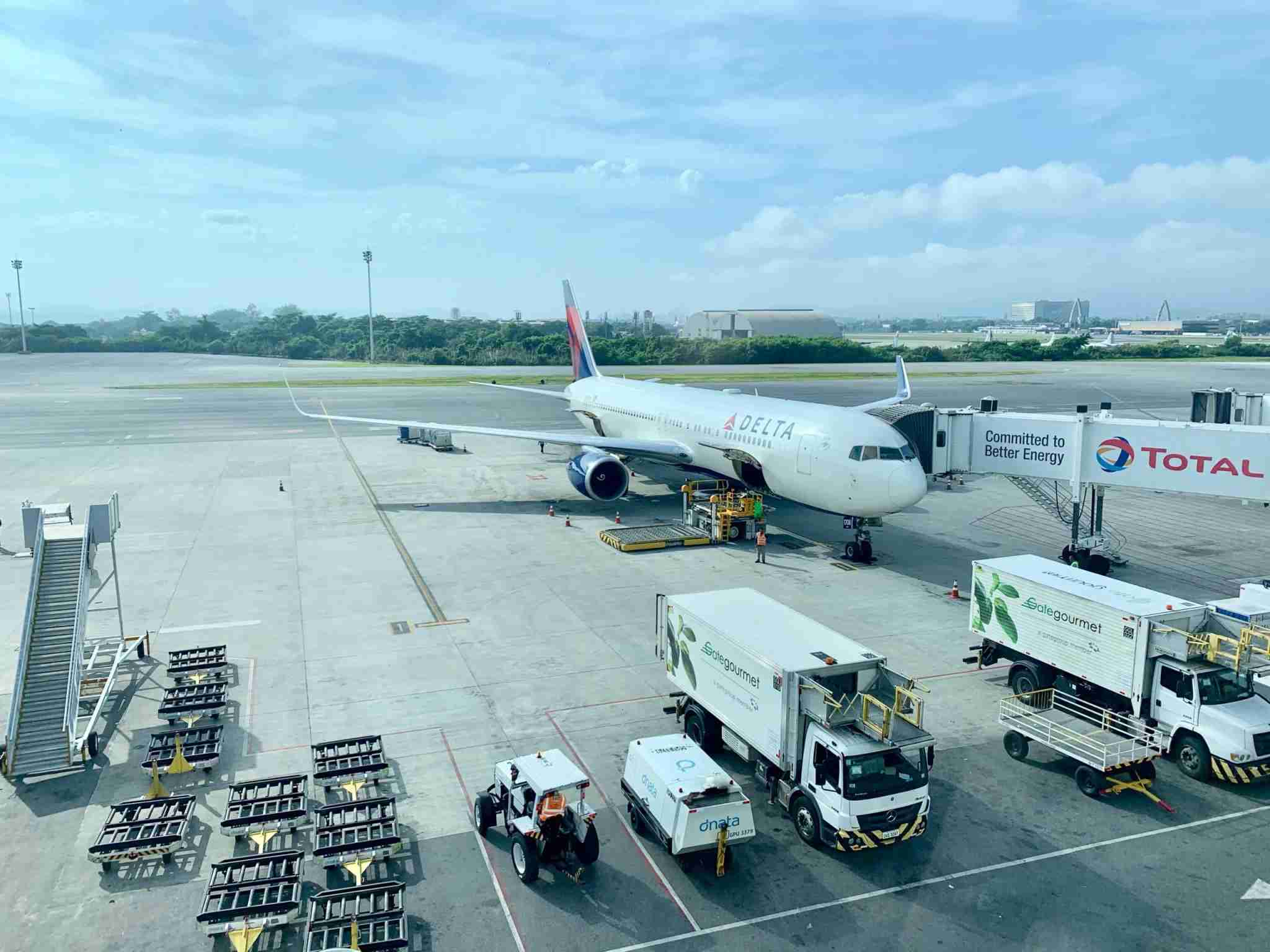 Delta 767-300R being loaded at Rio de Janeiro International Airport.