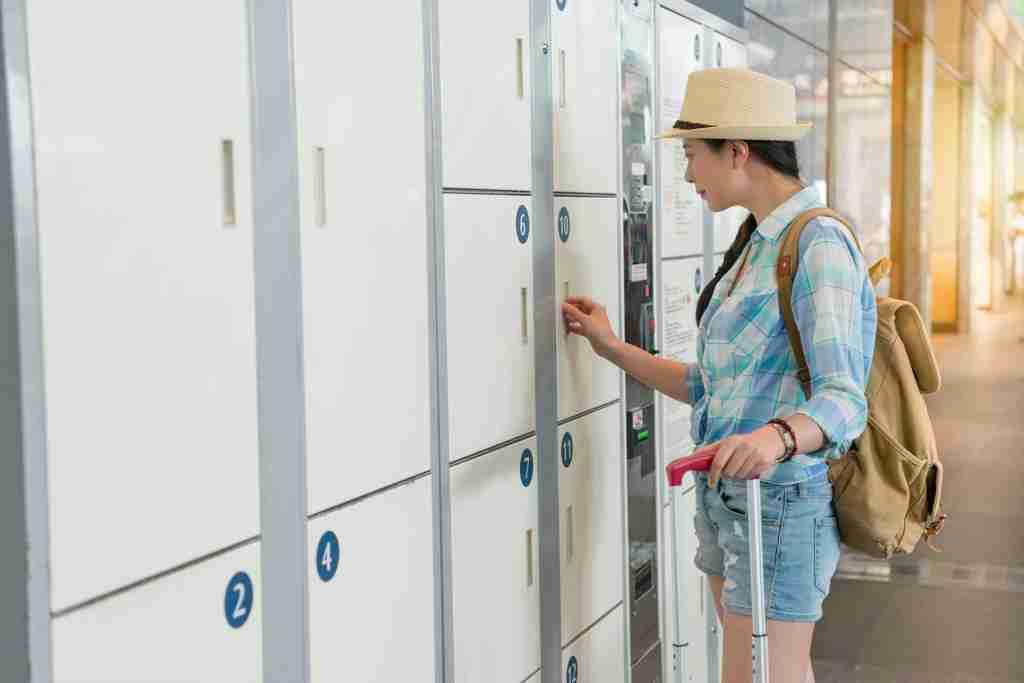 airport baggage locker