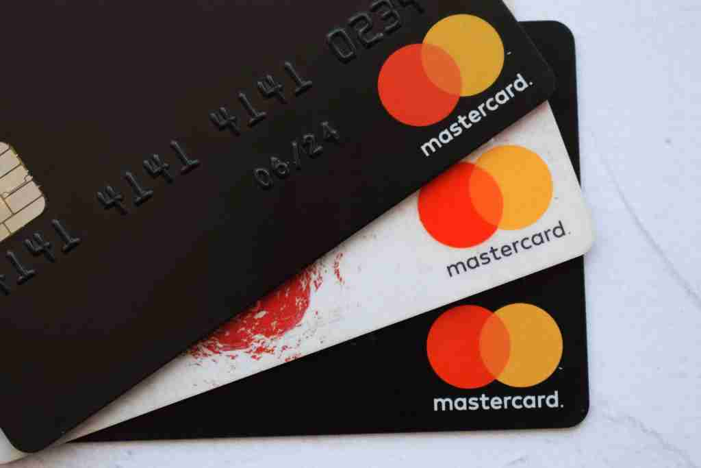 Your standard Mastercard offers shopping perks like price protection and an extended warranty. (Photo by Shutterstock)